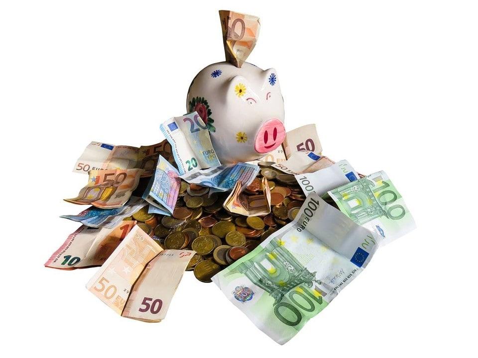 Piggy bank - Money-saving-tips-for-a-lifetime