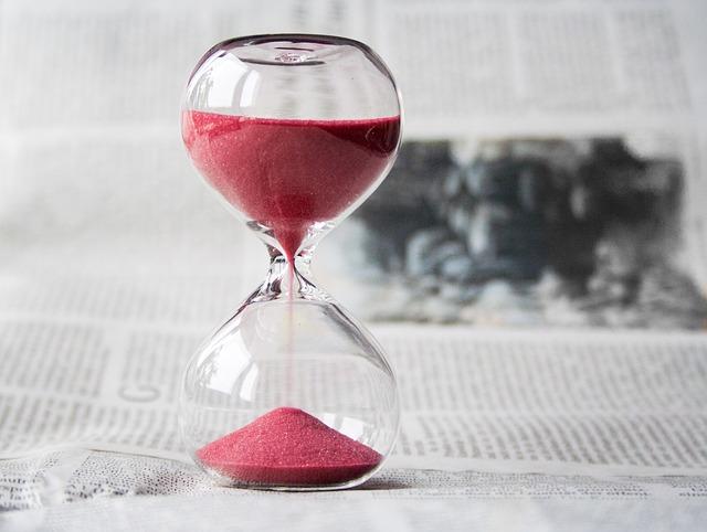 Hour glass- Setting Smart goals - BetterHumanBeings.com